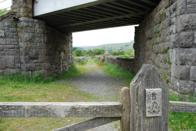 The Ribble Way goes under the railway