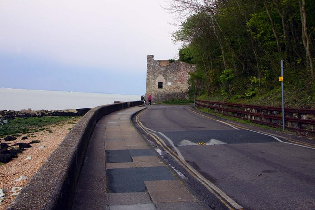 The Esplanade to Old Castle Point