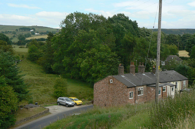 Terraced cottages on Hollin Lane