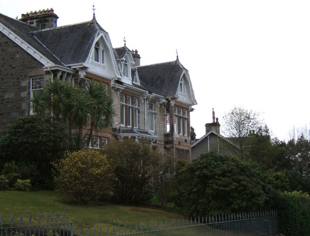 Housing on Crichton Road