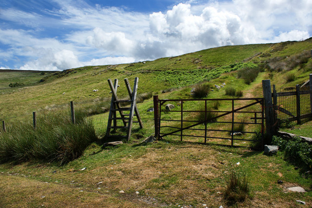 A stile for the path to Garreg-wen providing a link to Llyn Cowlyd