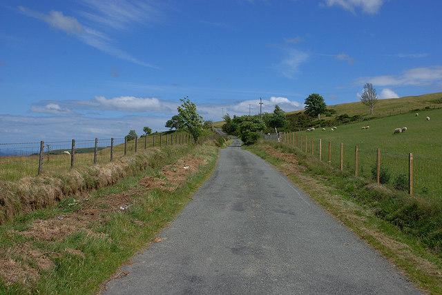 Minor road heading for Llawr-y-glyn