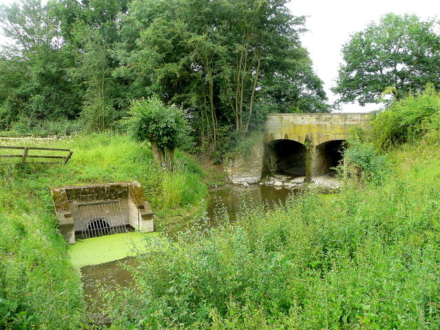Drain and sluice on the Severn floodplain