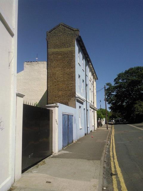 Narrow living in Gravesend
