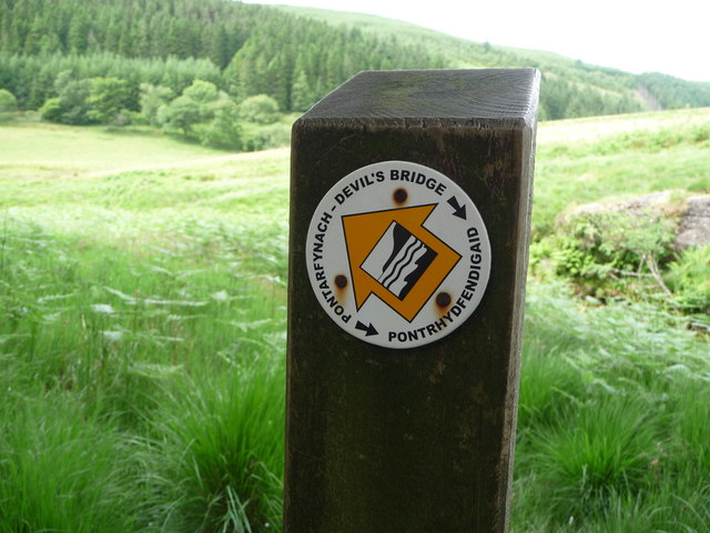 Waymarker near to the confluence of the Nant Rhuddnant and the Afon Mynach
