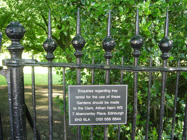 Private gardens sign, Abercromby Place