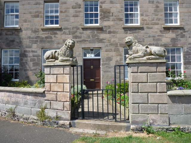 Berwick-Upon Tweed Architecture - The Lions House - view of gateway and front door