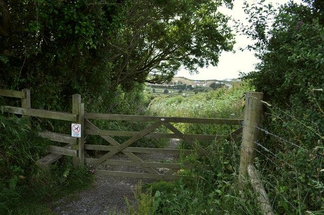 A gate on the footpath between Yarde Farm and Damage Barton