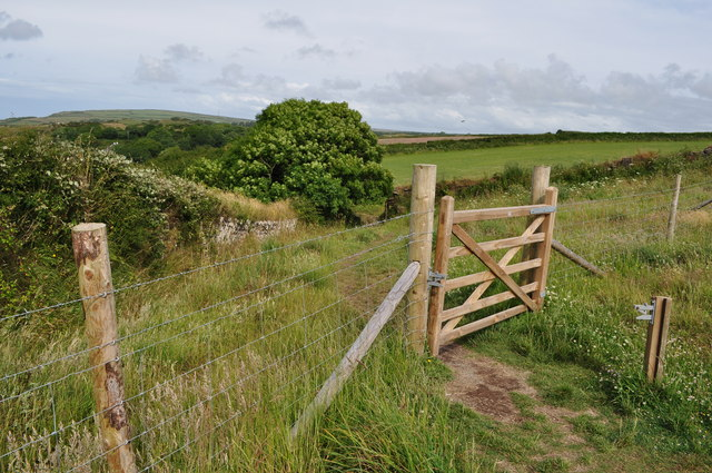 A new fence and gate on the footpath to Damage Barton