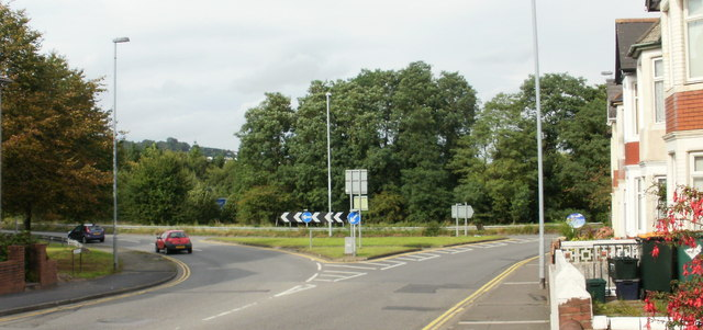 Newport : Caerleon Road approaches M4 junction 25