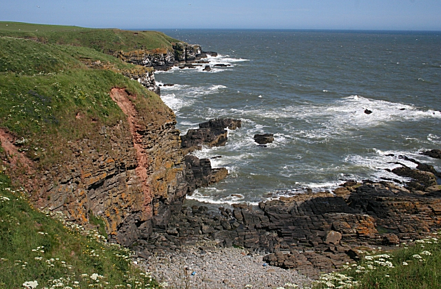 Cliffs between The Nobs and Bruce's Haven