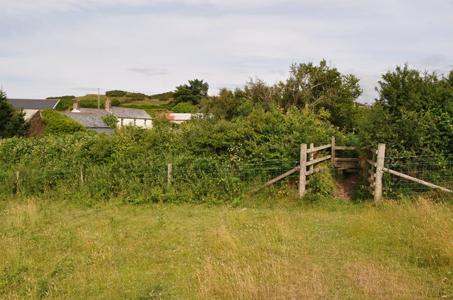 A stile marks the last leg of the footpath from Damage Barton to Higher Warcombe
