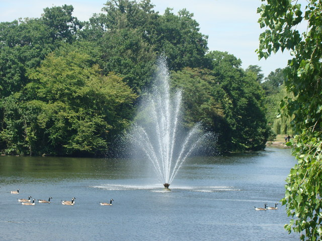 Fountain in the lake in Raphael Park, taken from Main Road bridge #2