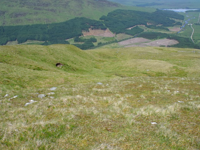 Fault or erosion area  on the north slope of Beinn Bhreac-liath which sources the main water course  draining  north