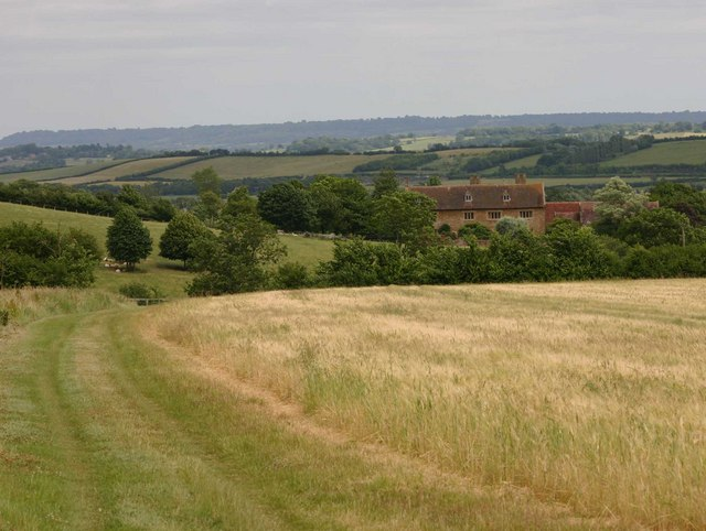 Footpath towards Longdon Manor