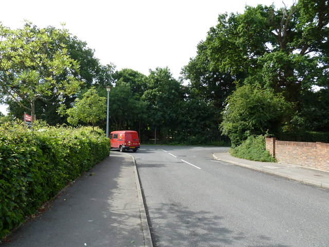 Postvan turning from Vicargae Road into Oakland Drive