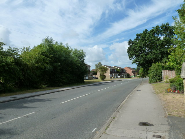 Approaching the junction of   Oakland Drive and Mayvale Close