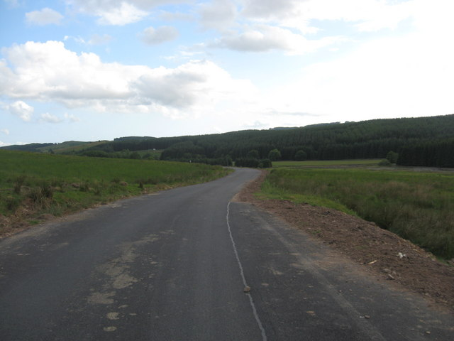 Minor road heading to Fingland Farm to the south