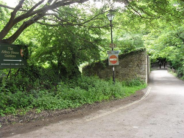 Path to Malmesbury town centre