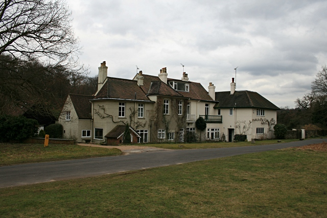 Menawethan, The Middle House and Pippacre