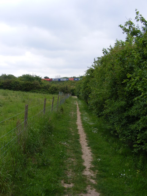 Bridleway approaching Clickett Hill