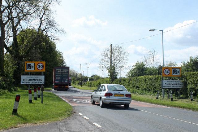 2010 : B3139 Wells Road entering Chilcompton