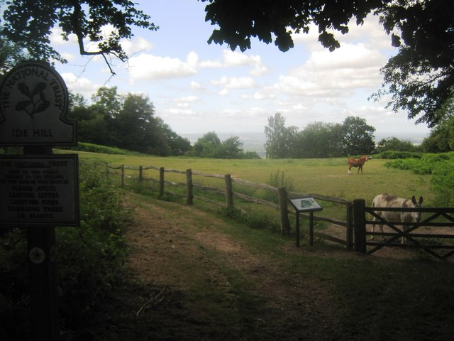 Greensand Way enters Ide Hill Woodland