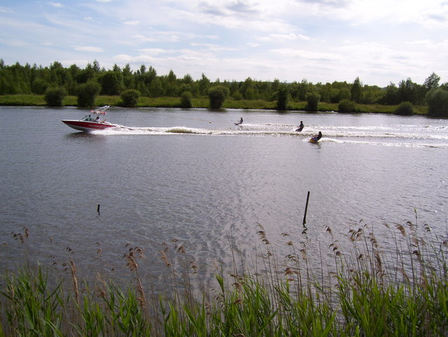 Water skiing on Treeton Dyke