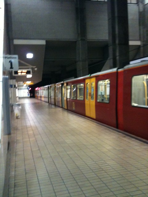 Underground at St James's Metro Station - Platform 1