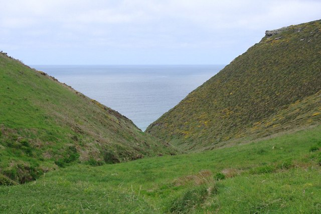 Between The Mountain and Tregonnick Point