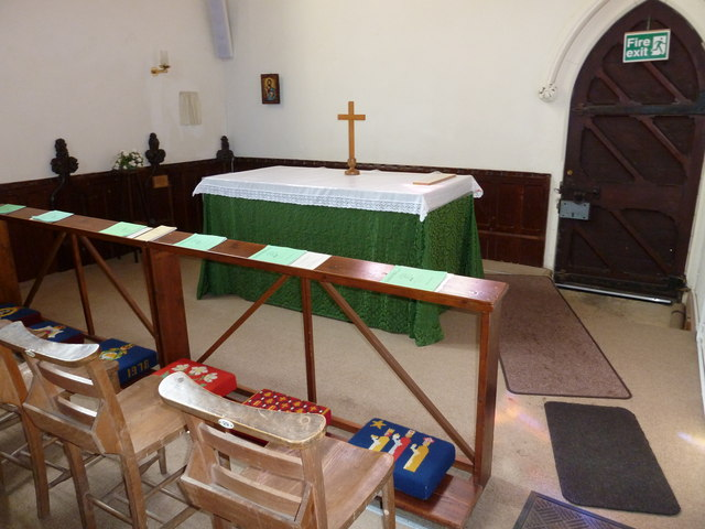 St John the Apostle, Marchwood- side altar