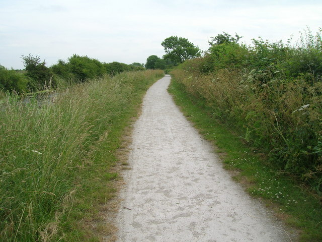 Towpath beside the Grantham Canal (footpath)