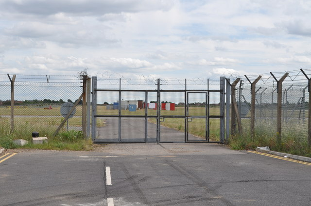 Looking in to Robin Hood Airport