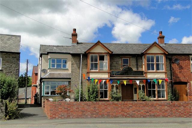 Ye Olde Tavern, Victoria Road, Sunset, Kington