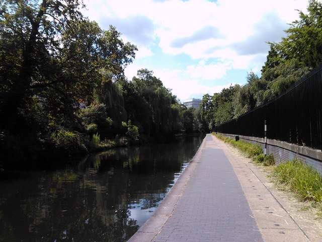 A serene view of the Regent's Canal