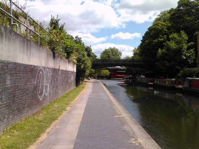 Mooring point on Regent's Canal