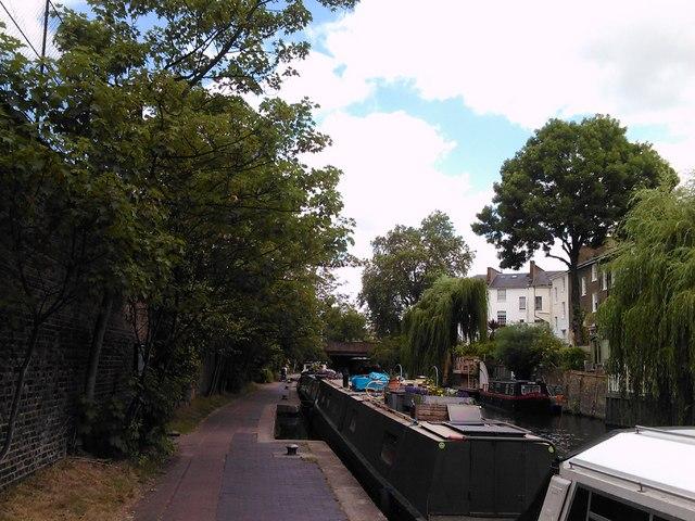 Regent's Canal flowing towards the Gloucester Avenue bridge
