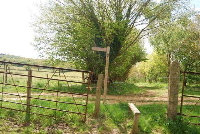 Stile and fingerpost near Lindfield Farm