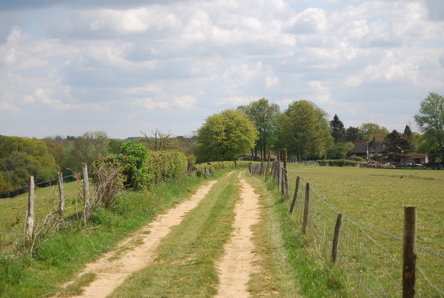 Footpath to Lindfield Farm
