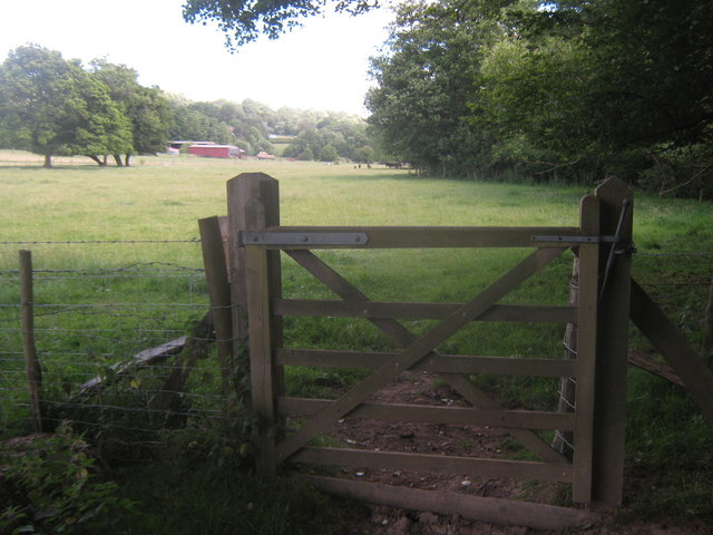 Sussex Border Path heading towards Moat Farm