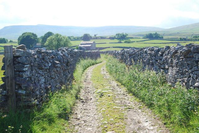 Farm track leading towards Foss Barn