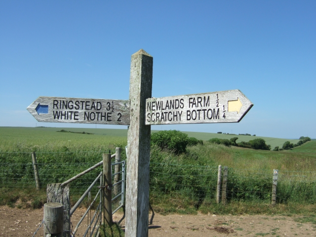 Sign on footpath near Newlands Farm
