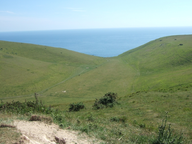Looking south to the sea over the valley (Scratchy Bottom)