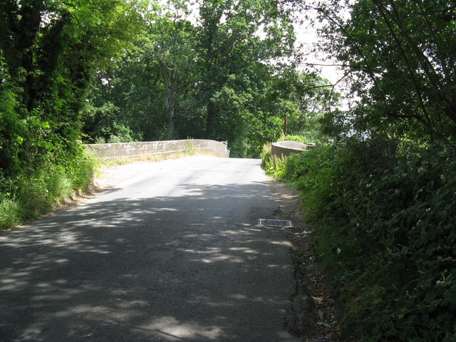 Bridge carrying Fordbrook Hill over the Uckfield line