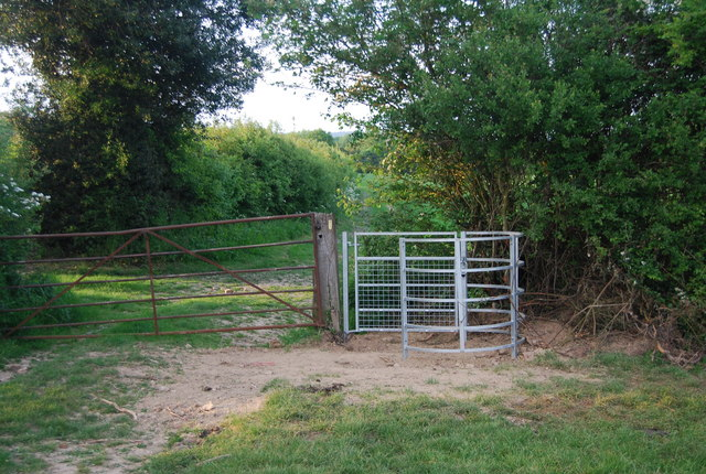 Kissing gate north of Charcott