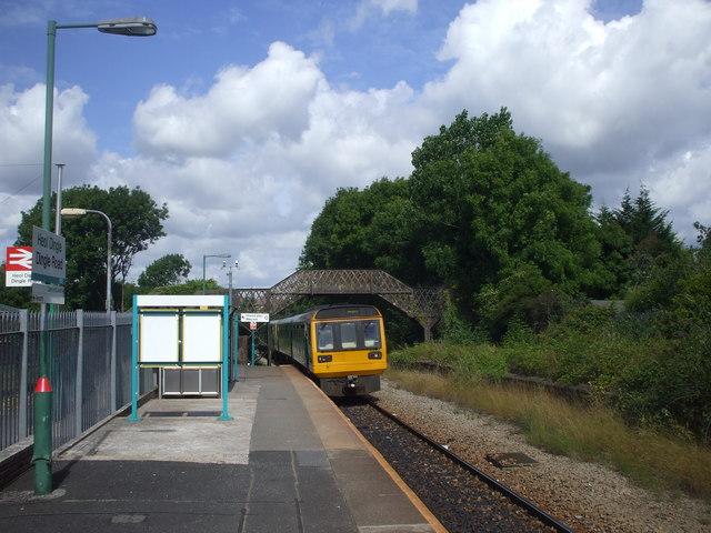 Penarth-bound train entering Dingle Rd Station, Penarth