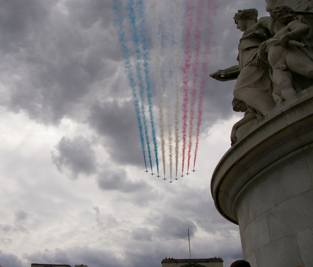 Red Arrows Flypast, Buckingham Palace