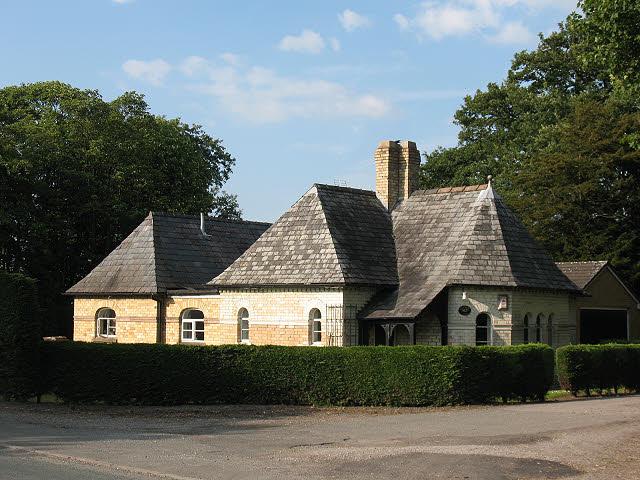 Lodge to Ravenscroft Hall