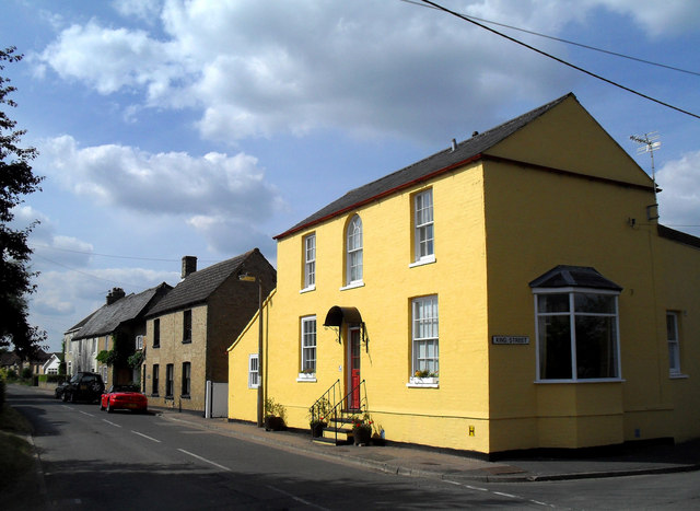 Yellow House in Over