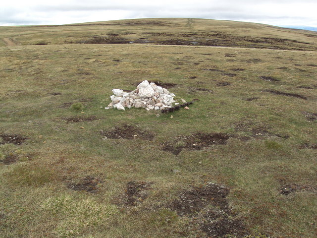 Small cairn at minor summit  902m